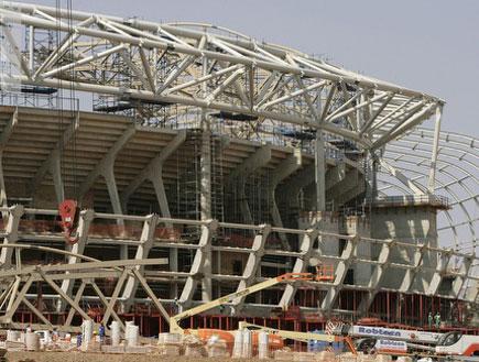 עבודות הבנייה באצטדיון בדרום אפריקה (צילום: רויטרס)